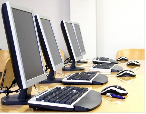 le web propose une multitude de services pour les entreprises : cloud, site internet, veille